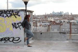 blogueuse sur les toits de paris